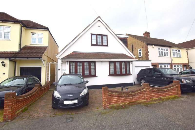 4 Bedrooms Bungalow for sale in Blacksmiths Lane, Rainham
