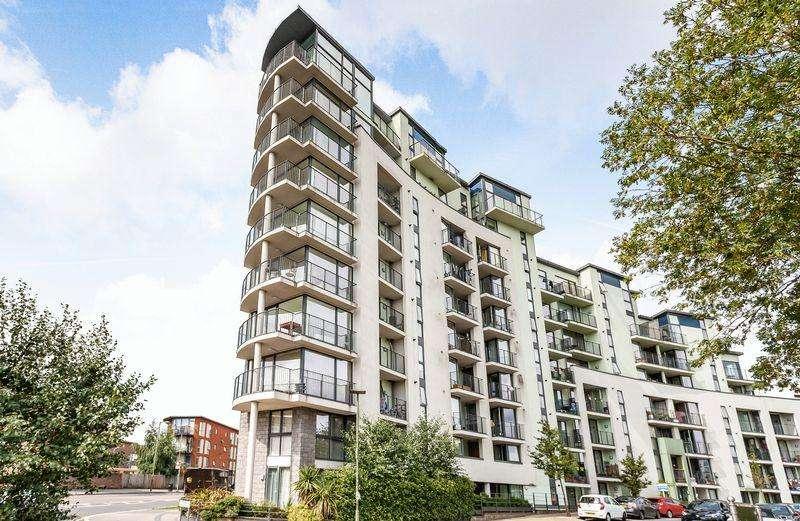 2 Bedrooms Apartment Flat for sale in Lark Court, Lanacre Avenue, London