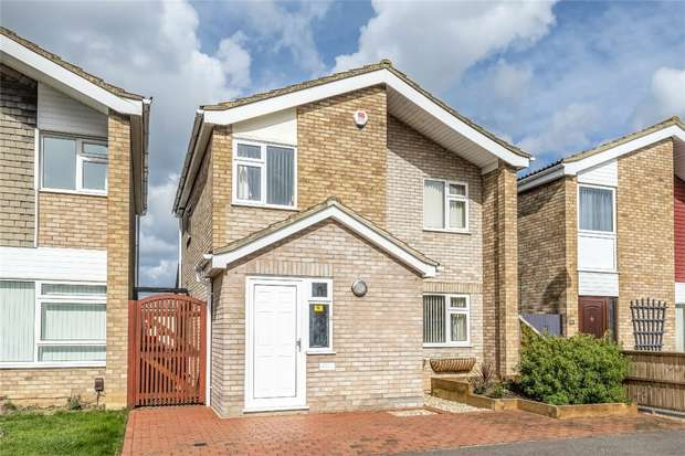 3 Bedrooms Detached House for sale in Whitworth Way, Wilstead, Bedford