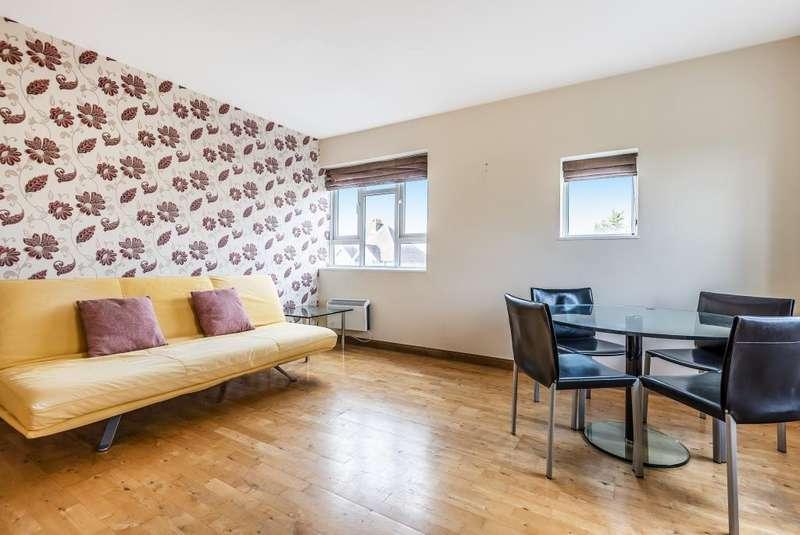 2 Bedrooms Flat for sale in Dedworth Road, West Windsor, SL4