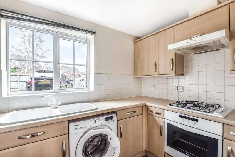 2 Bedrooms Flat for sale in Artillery Drive, Thatcham, RG19
