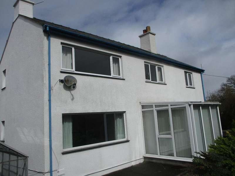 3 Bedrooms Detached House for sale in Penrhyndeudraeth