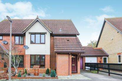 3 Bedrooms Semi Detached House for sale in Partridge Piece, Sandy, Bedfordshire