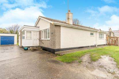 3 Bedrooms Bungalow for sale in Yr Erw, London Road, Holyhead, Anglesey, LL65