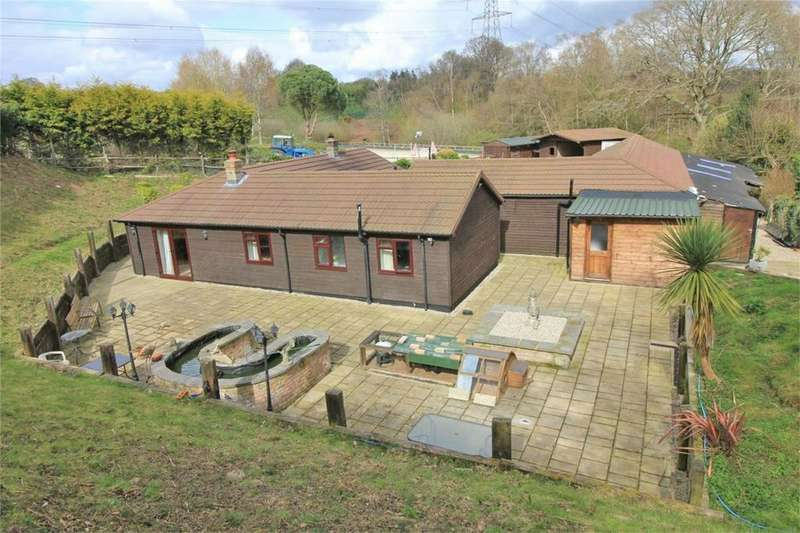 2 Bedrooms Detached Bungalow for sale in Potmans Lane, CATSFIELD, East Sussex
