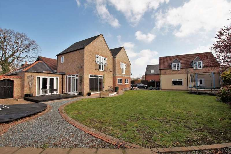 7 Bedrooms Detached House for sale in Newark Road, North Hykeham