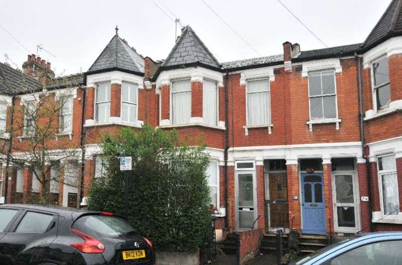 2 Bedrooms Maisonette Flat for sale in Lyndhurst Road, Wood Green, London, N22