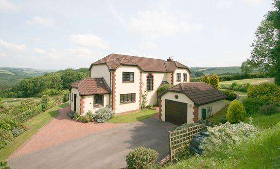 4 Bedrooms Detached House for sale in Detached country house with stunning views