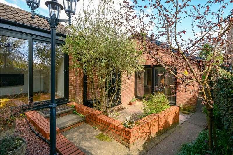 4 Bedrooms Detached Bungalow for sale in Aggisters Lane, Barkham, Wokingham, Berkshire, RG41