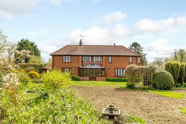 3 Bedrooms Semi Detached House for sale in Whissonsett Road, Colkirk, Fakenham, Norfolk