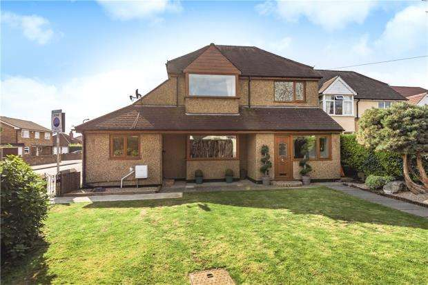 4 Bedrooms Detached House for sale in Burnham Lane, Slough