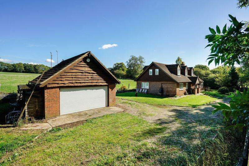 4 Bedrooms Detached House for sale in Whipsnade, Bedfordshire