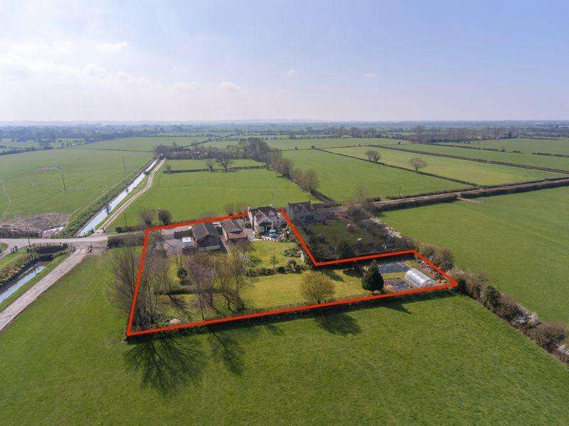 4 Bedrooms Detached House for sale in Near WEDMORE