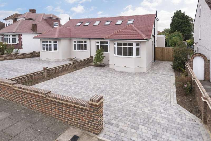 4 Bedrooms Bungalow for sale in Lenham Road, Bexleyheath, Kent, DA7