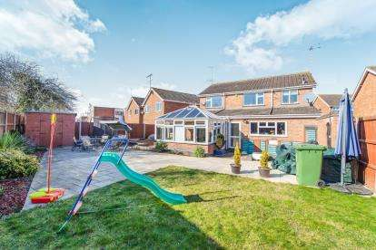 4 Bedrooms Detached House for sale in Foxcroft Close, Rowley Field, Leicester, Leicestershire