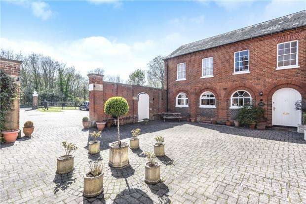 2 Bedrooms Semi Detached House for sale in Newell Hall, Warfield Street, Warfield
