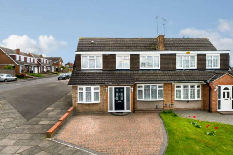 4 Bedrooms Semi Detached House for sale in Turnpike Drive, Luton, LU3 3RA
