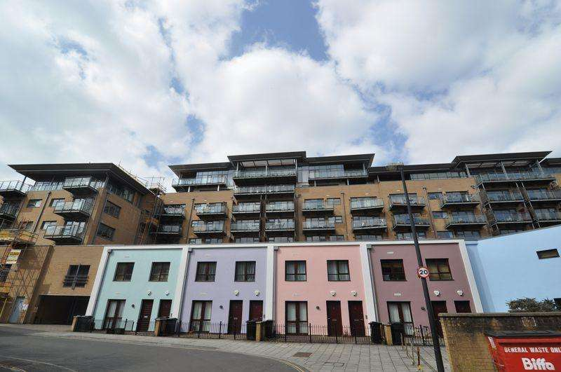 3 Bedrooms Apartment Flat for sale in Deanery Road, Bristol, BS1