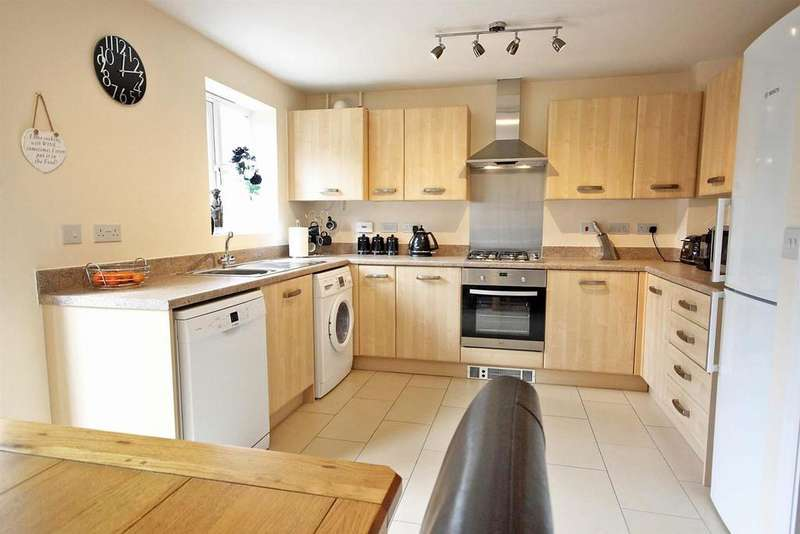 3 Bedrooms Semi Detached House for sale in Crowsley Road, Kempston