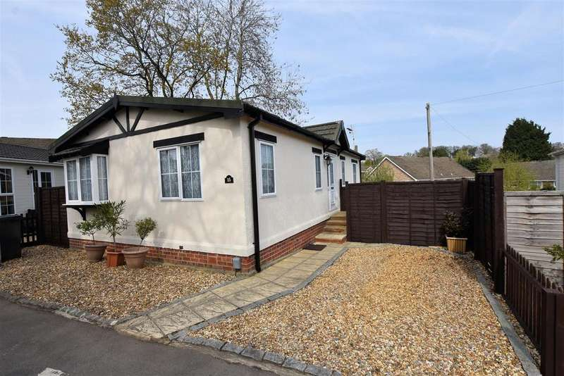 2 Bedrooms Park Home Mobile Home for sale in Garston Park, Tilehurst, Reading
