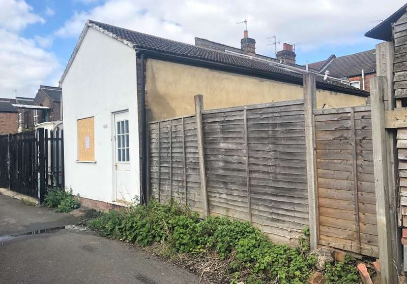 1 Bedroom Bungalow for sale in Frederick Street, High Town, Luton, Bedfordshire, LU2 7QS