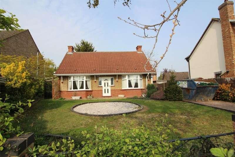 3 Bedrooms Detached Bungalow for sale in Luton Road, Wilstead, Bedford