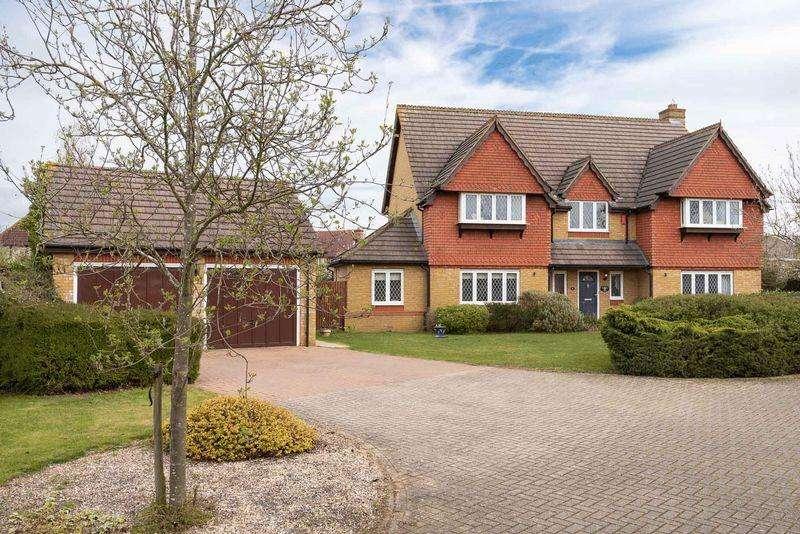 5 Bedrooms Detached House for sale in Carnoustie Drive, Great Denham, Bedfordshire, MK40