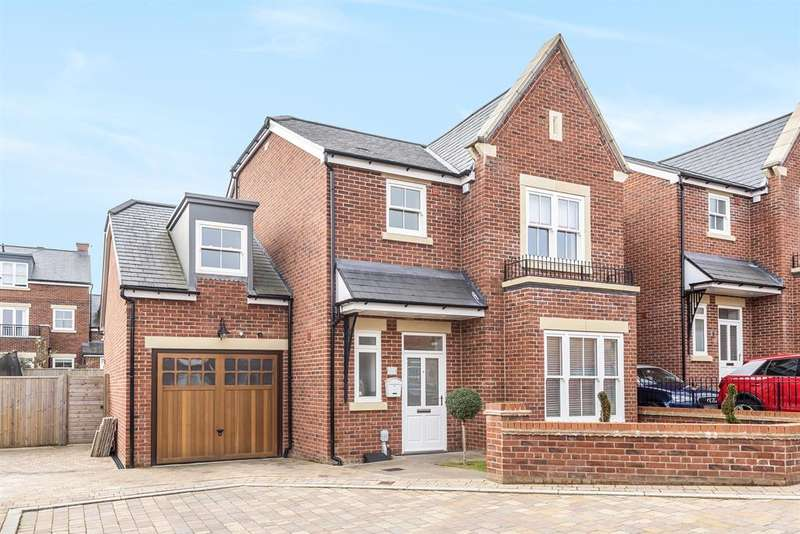 4 Bedrooms Semi Detached House for sale in Simpson Close, Beverley, East Yorkshire, HU17EY