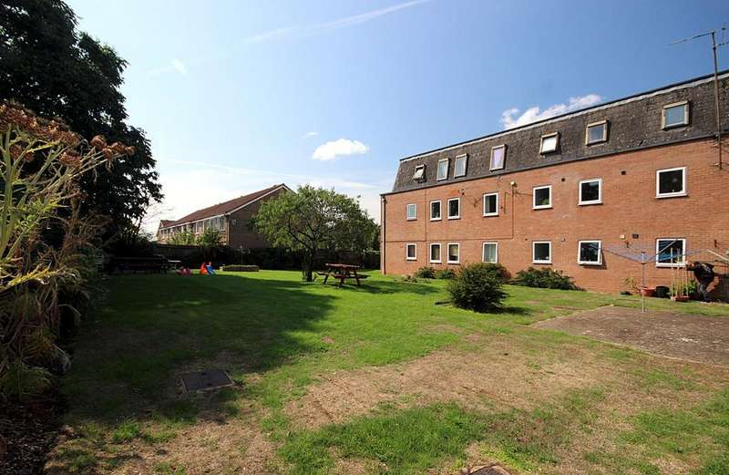 1 Bedroom Apartment Flat for sale in Grove Court, Arlesey, SG15