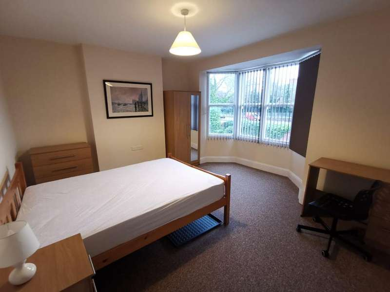 6 Bedrooms House for rent in Kirby Road, Leicester,