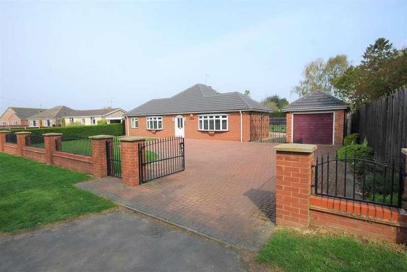 3 Bedrooms Detached Bungalow for sale in West Cobgate, Moulton, Spalding