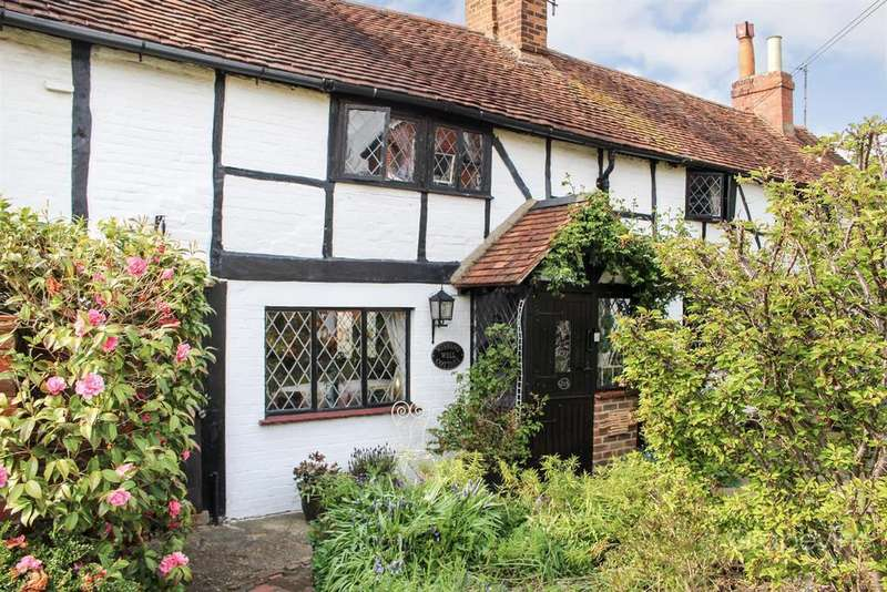 3 Bedrooms Cottage House for sale in Headley Road East, Woodley, Reading
