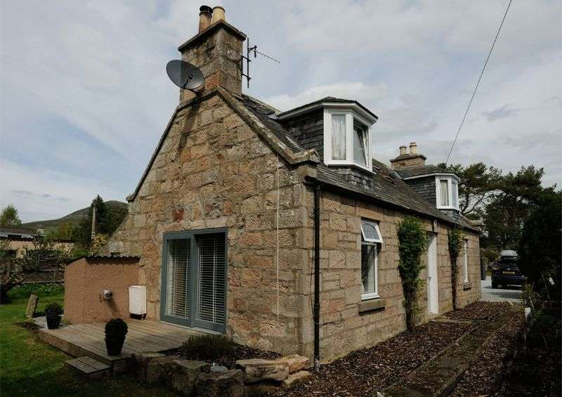 3 Bedrooms Property for sale in The Muirs, Rhynie, Huntly