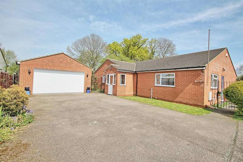 4 Bedrooms Detached Bungalow for sale in HUGE CHAIN FREE BUNGALOW IN PRIVATE ROAD