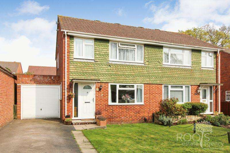 3 Bedrooms Semi Detached House for sale in Parkside Road, Thatcham