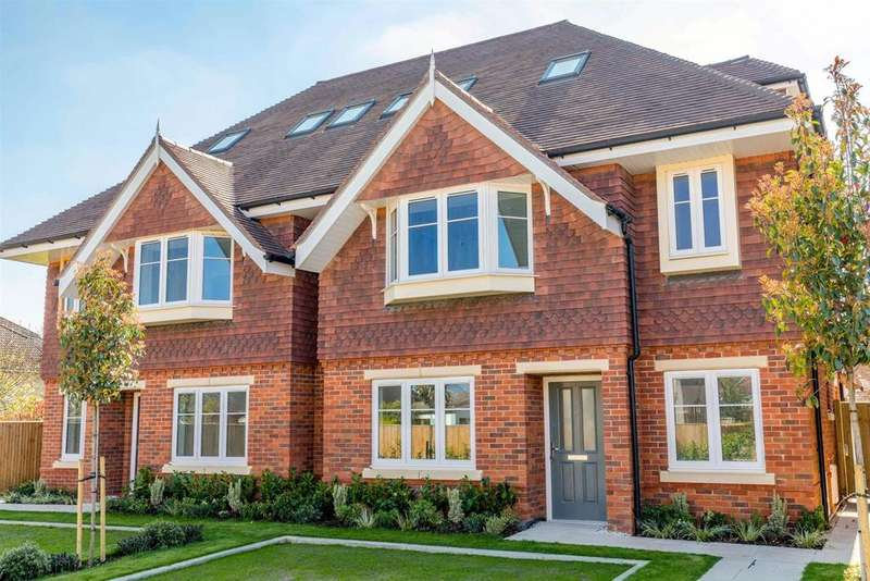3 Bedrooms Semi Detached House for sale in 23 Clewer Hill Road, Windsor