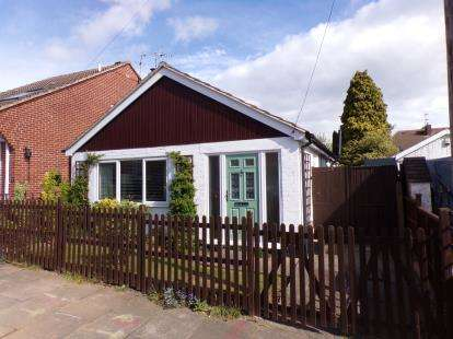 2 Bedrooms Bungalow for sale in Hobson Road, Leicester, Leicestershire, England