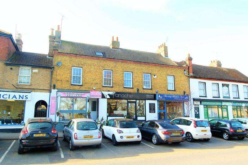 2 Bedrooms Flat for sale in CHAIN FREE SPLIT LEVEL FLAT on the High Street in Toddington