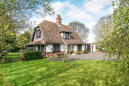 3 Bedrooms Detached House for sale in Capel St. Mary, Ipswich, Suffolk