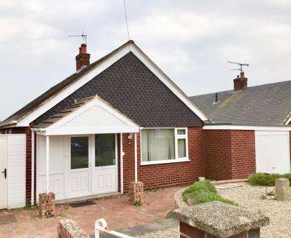 3 Bedrooms Bungalow for sale in Stirling Avenue, Wrexham, Wrecsam, LL11