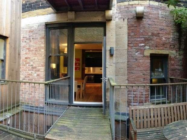 2 Bedrooms Apartment Flat for sale in Gallon House 1 Burnett Street, Bradford, BD1