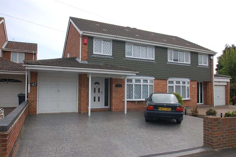 3 Bedrooms Semi Detached House for sale in Carisbrooke Road, Gosport