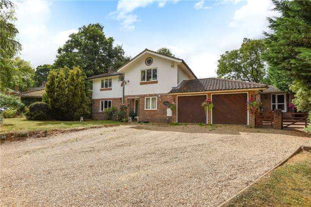 4 Bedrooms Detached House for sale in Wilton Crescent, Windsor, Berkshire