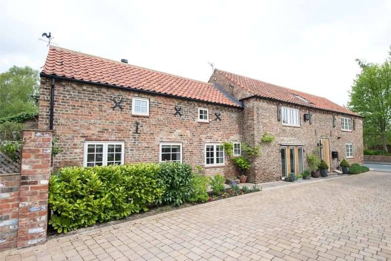 3 Bedrooms Detached House for sale in York Road, Riccall, York, YO19
