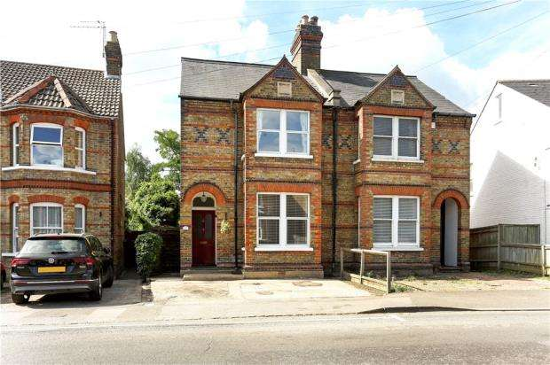 3 Bedrooms Semi Detached House for sale in Bolton Road, Windsor, Berkshire