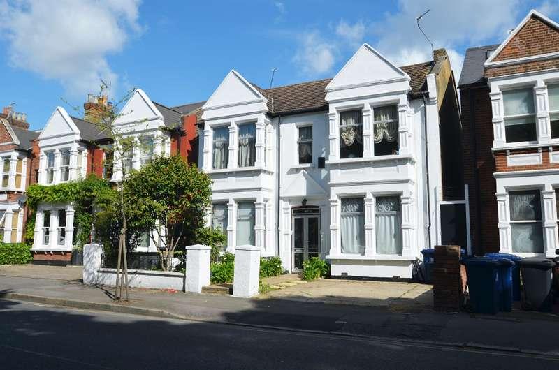 5 Bedrooms Detached House for sale in Gordon Road, Ealing, W13 8PJ