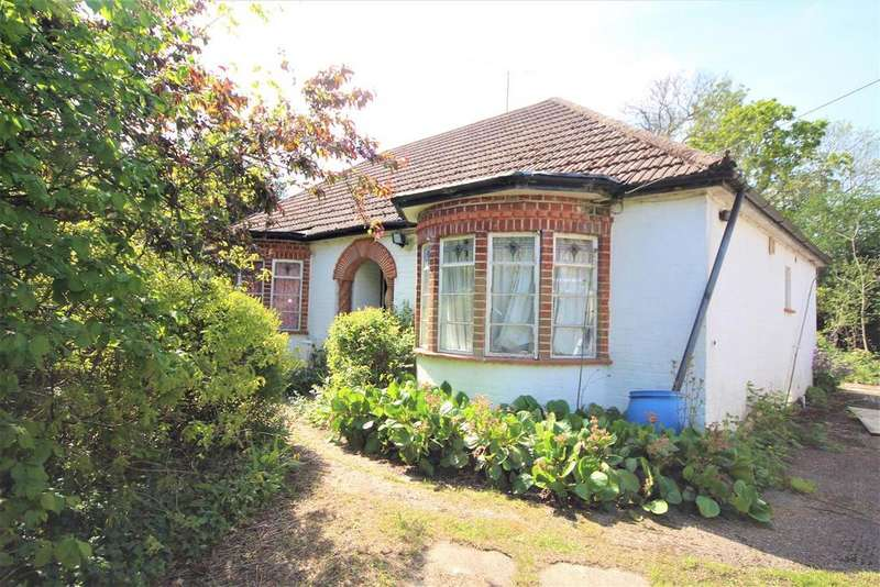 3 Bedrooms Detached Bungalow for sale in Reading Road, Woodley, Reading