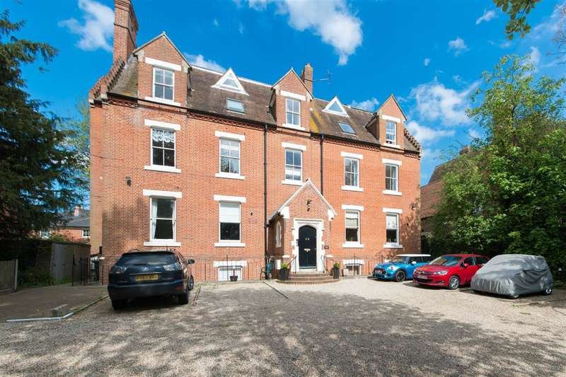 2 Bedrooms Apartment Flat for sale in Kingsley Court, New Dover Road, Canterbury