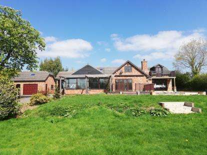 6 Bedrooms Detached House for sale in Shirrell Heath, Southampton, Hampshire