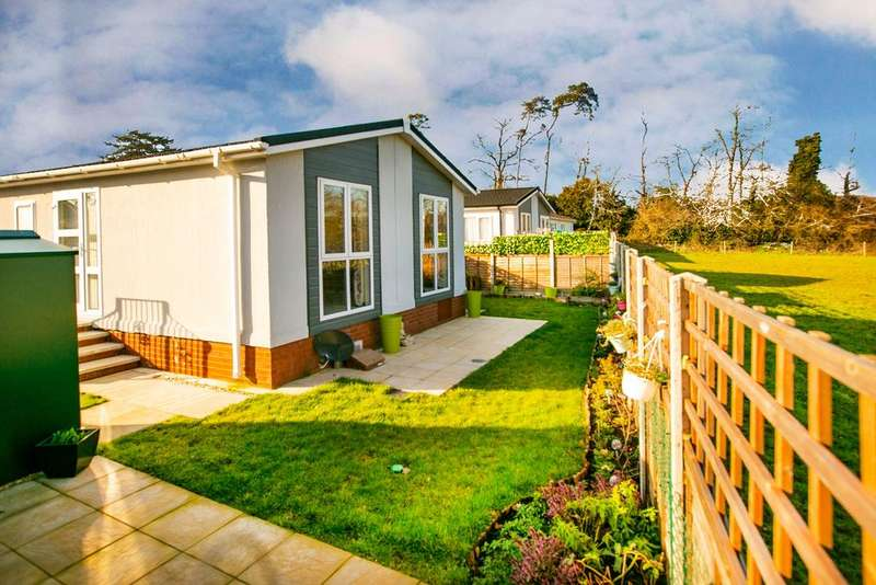 2 Bedrooms Park Home Mobile Home for sale in Loddon Court Farm Park Homes, Beech Hill Road, Spencers Wood, Reading, RG7 1AN